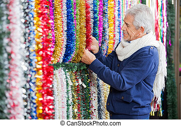 mann, wählen, tinsels, in, weihnachten, kaufmannsladen