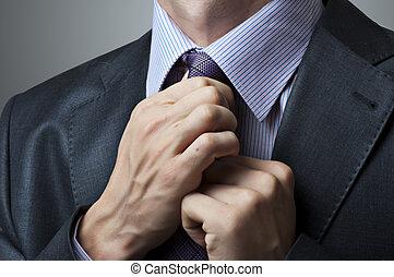 mann, zurechtrücken stimmengleichheit, closeup