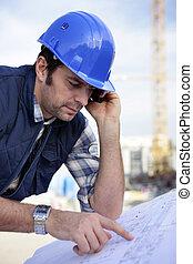 mannelijke , architect, doorwerken, bouwterrein