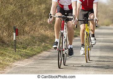mannelijke , atleten, paardrijden, bicycles