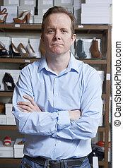 mannelijke , eigenaar, van, schoenenwinkel