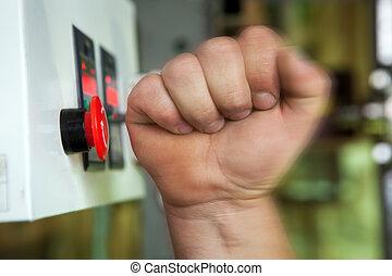 mannelijke , hand, voortvarend, noodgeval, stoppen, button.