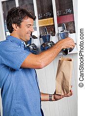 mannelijke , klant, aankoop, koffie bonen, op, supermarkt