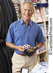 mannelijke , klant, in, de opslag van de kleding