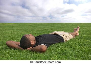 mannelijke , relaxen, afrikaanse amerikaan, student, buitenshuis, gras