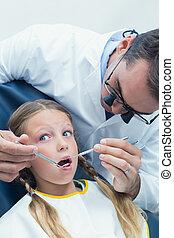 mannelijke , tandarts, het onderzoeken, meiden, teeth