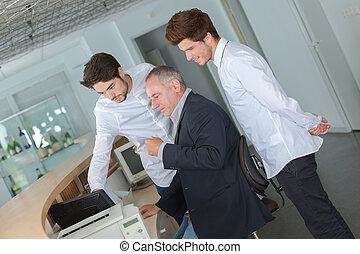 mannelijke , toonzaal, receptionist
