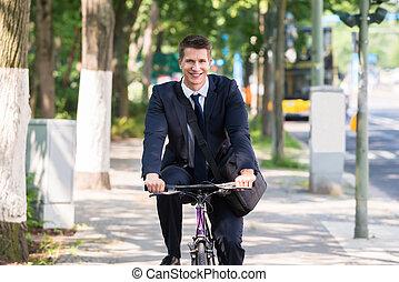 mannelijke , zakenman, rijdende fiets