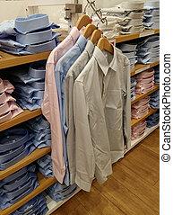 mannen, hemd, hangend, in, een, de opslag van de kleding