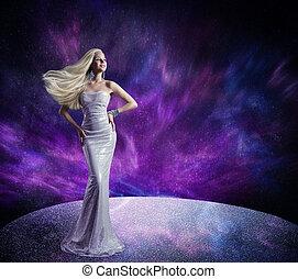 mannequin, het poseren, lang, jurkje, haar, zwaaiende , op, wind, vrouw, toga, paarse