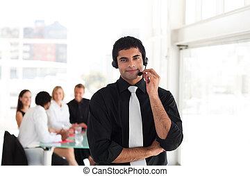 mannschaft, arbeitende , in, a, anruf- mitte