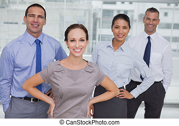 mannschaft, posierend, schauen, arbeit, lächeln, fotoapperat, zusammen