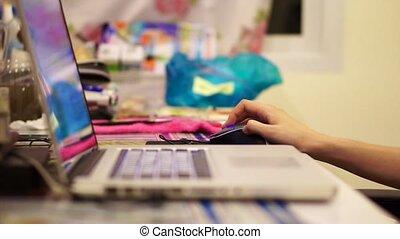mano, computer usa, con, colorito