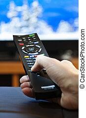 mano, con, telecomando televisione