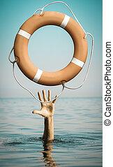 mano, en, agua de mar, con, lifebuoy, preguntar, para, ayuda