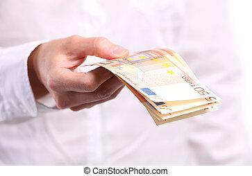 mano femenina, billetes de banco, tenencia, cincuenta euro