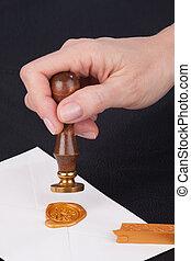 mano femenina, sellos, envíe, con, sello de lacrar, sellos