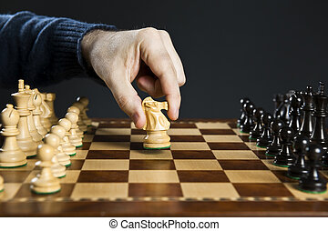 mano, mudanza, caballero, en, tablero del ajedrez