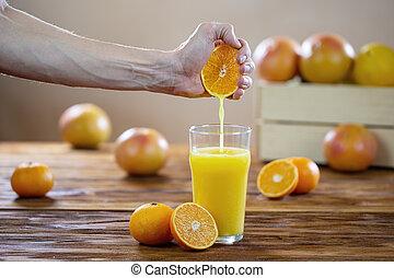 mano, tabla de madera, jugo, vidrio, apretar, naranja