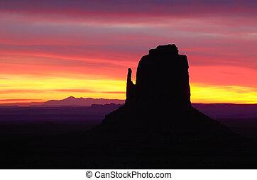 manopola orientale, aurora colorita, valle monumento