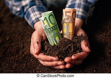 manos, con, fértil, tierra, y, euro, dinero, billetes de banco