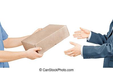 manos, dar, caja correo, aislado, blanco, plano de fondo