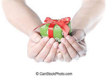 manos, tenencia, regalo, aislado, blanco
