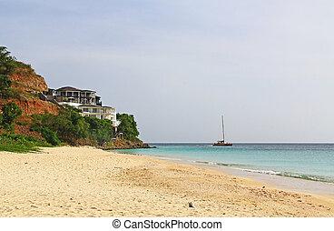 mansión, en, un, acantilado, con, catamarán, en, el, mar