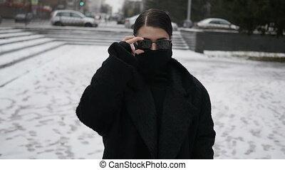 manteau, femme, dissimulation, figure