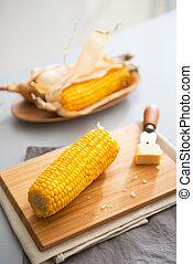 manteiga, fervido, milho, corte, closeup, tábua