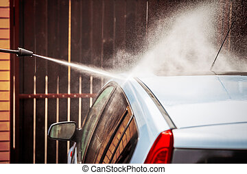 Manual car wash with pressurized water
