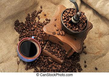 Manual coffee grinder - Vintage manual coffee grinder with...