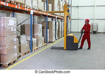 manual, operario carretilla elevadora, en el trabajo, en