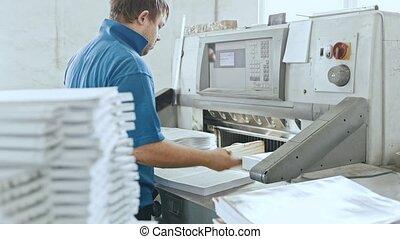 manuel, journal, -, typographie, usine, machine, impression, pages, guillotine, homme, complète, travail, coupeur