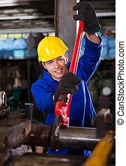 manueller arbeiter, maulschlüssel, gebrauchend