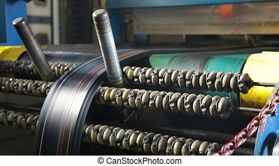 Manufacture of tires. Machine for marking rubber bands with...
