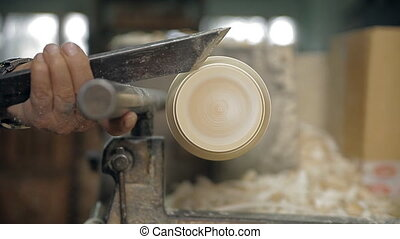 Manufacturing of wooden parts on a lathe
