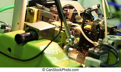 Manufacturing process of golden chain in chain-bending...