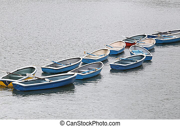 Many boat in the river.