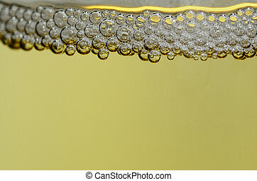 many pearls of a champagne