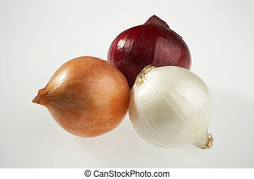 three different colored onions on white background - drei verschieden faerbige Zwiebeln auf weissem Hintergrund