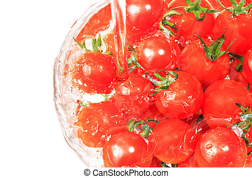 Many tomato in the bowl with water current