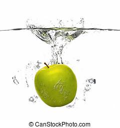 manzana, caer, en, el, agua, con, salpicadura, blanco