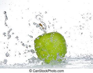 manzana, con, agua, salpicadura, aislado, blanco