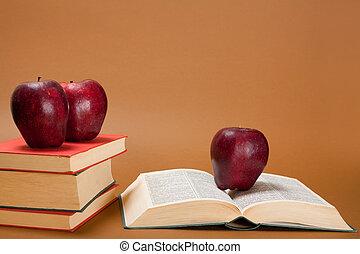 manzana, encima, libros