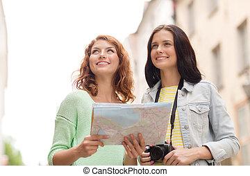 mapa, adolescente, cámara, niñas, sonriente
