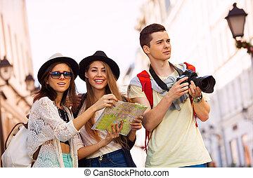 mapa, cámara, amigos, turistas, ciudad