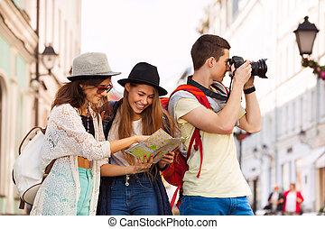 mapa, ciudad, tres, juntos, cámara, amigos
