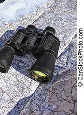 mapa, encima, binoculares