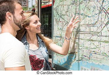 mapa, par, consultar, jovem